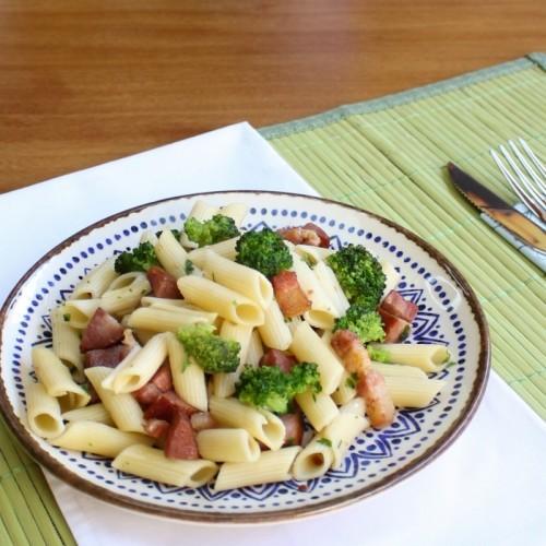 Macarrão com Brócolis, Linguiça e Bacon (não disponível)